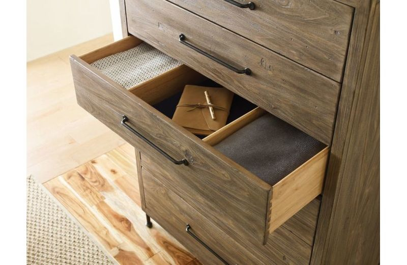 Upgrade your Chattanooga bedroom furniture with a piece like this from Kincaid! Drawer dividers make organizing your bedroom simple.